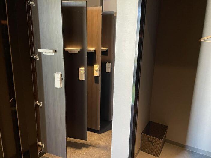 chickengolf-fittingroom